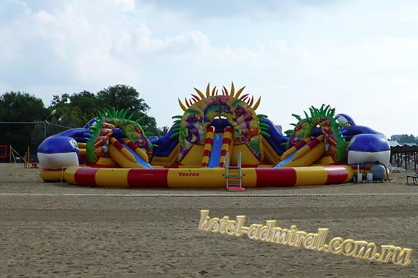 Анапа Центральный пляж водная горка с бассейном для детей