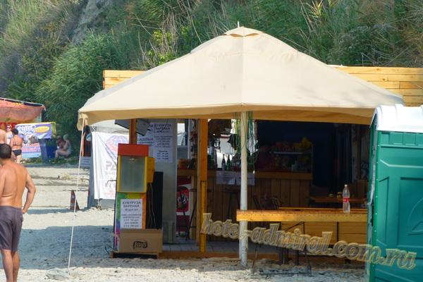 Пляж на Высоком берегу кафе